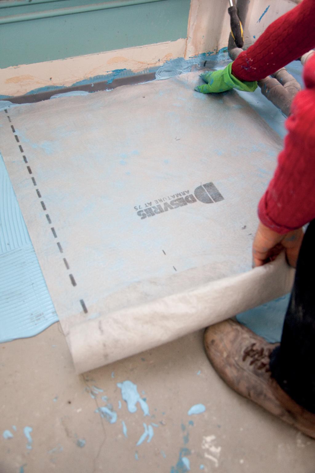 Préparer le sol avant de poser une baignoire