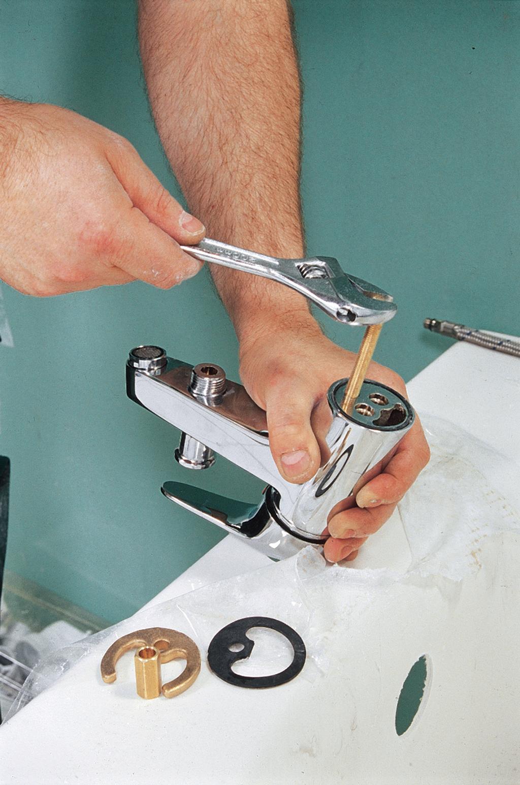 Poser un robinet sur une baignoire
