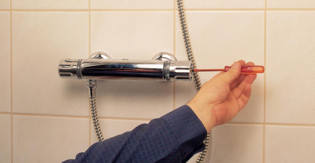 Remplacer l'élément thermostatique d'un mitigeur de douche