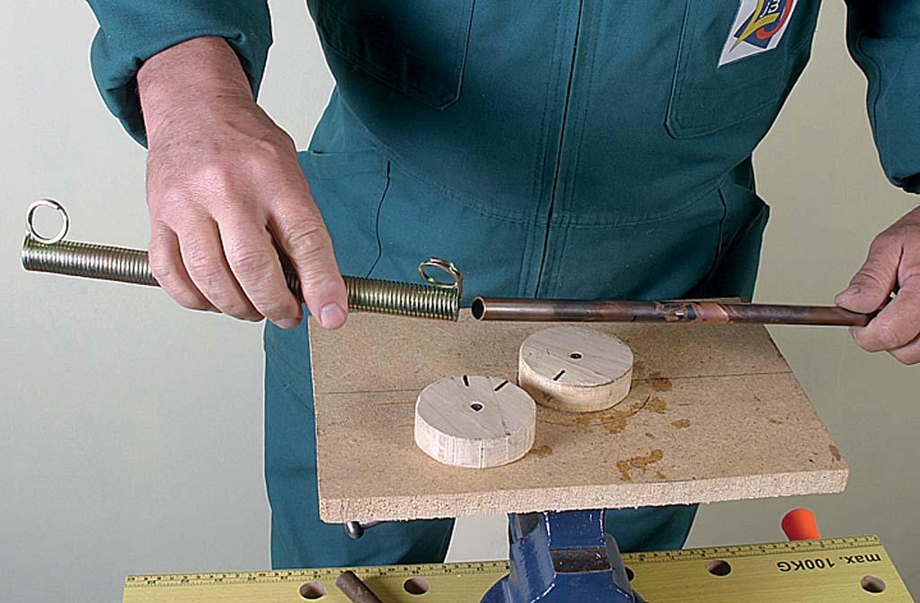 Cintrage d'un tube en cuivre au ressort