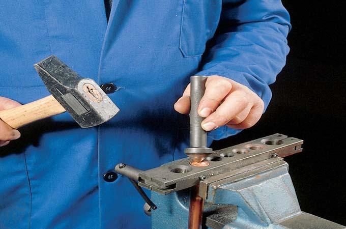 Assembler des tubes en cuivre par raccord mécanique