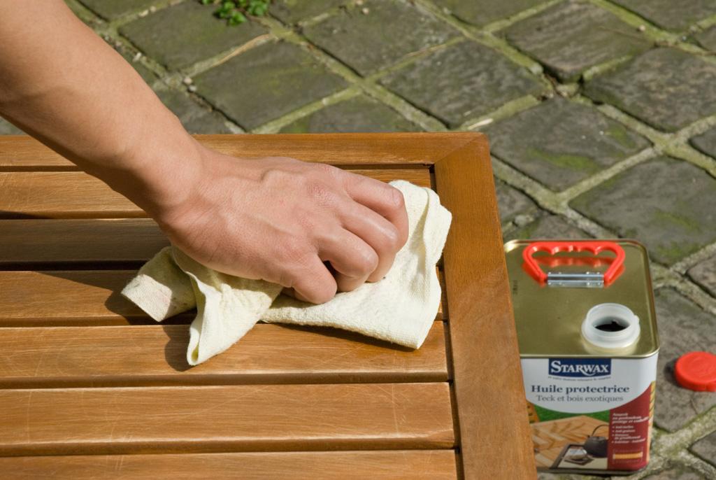 Restaurer son meuble en teck :