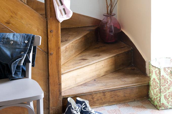 r nover un escalier en bois diy family. Black Bedroom Furniture Sets. Home Design Ideas