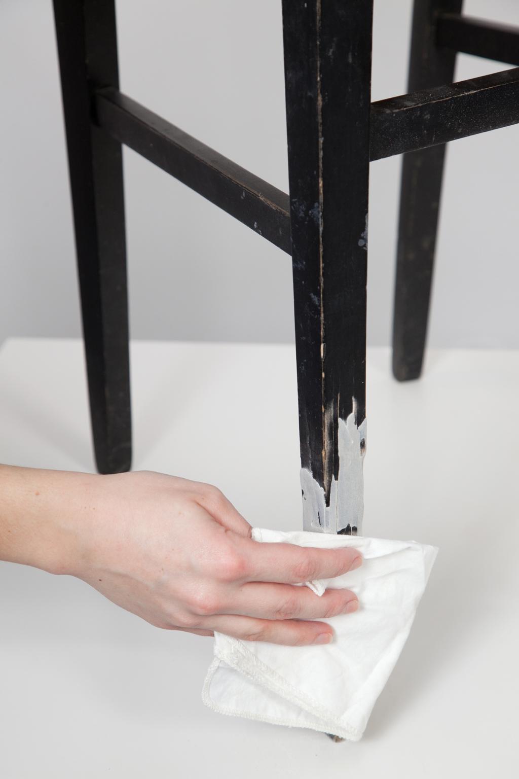 Reparer le pied d'une chaise cassee