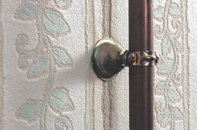 Poser un papier peint derrière un tuyau