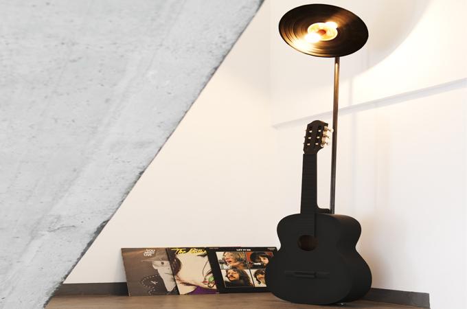 Transformer une guitare en lampadaire