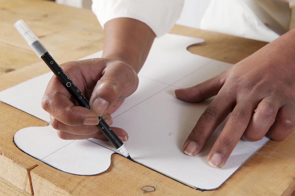 Réaliser un tabouret puzzle avec des planches