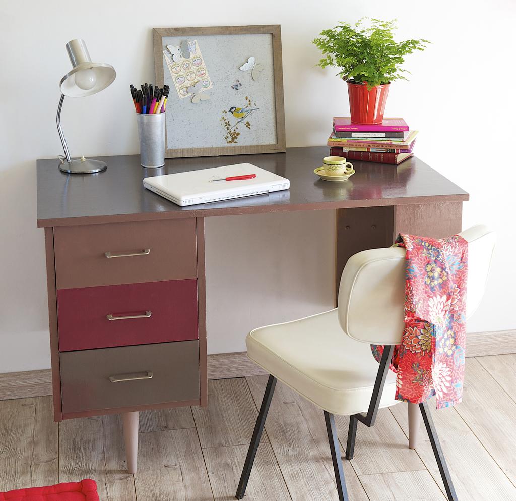 Repeindre un bureau avec un effet brillant