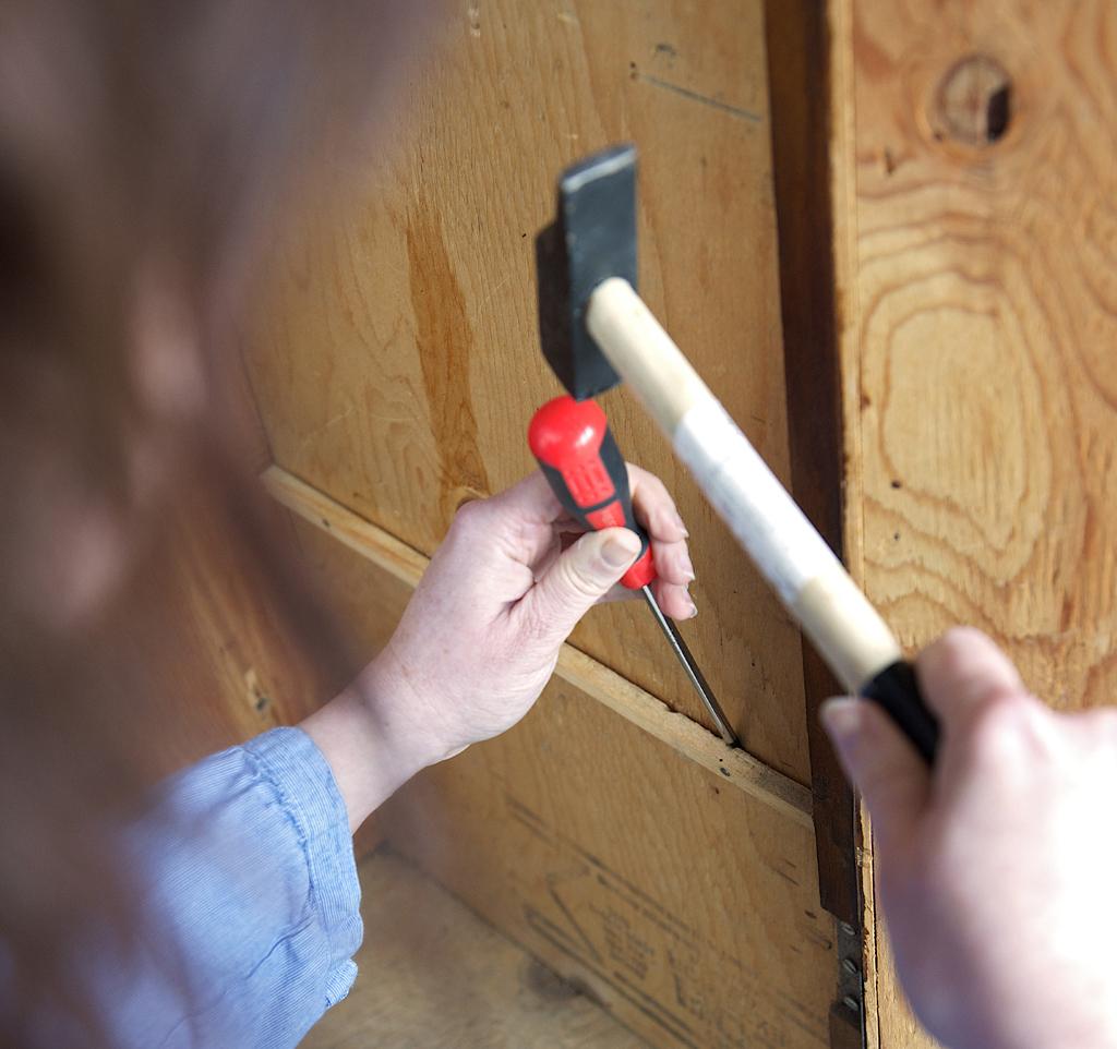 Relooker une vieille armoire avec de la peinture caséine
