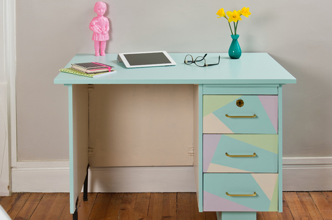 relooker un bureau avec des vernis color s diy family. Black Bedroom Furniture Sets. Home Design Ideas
