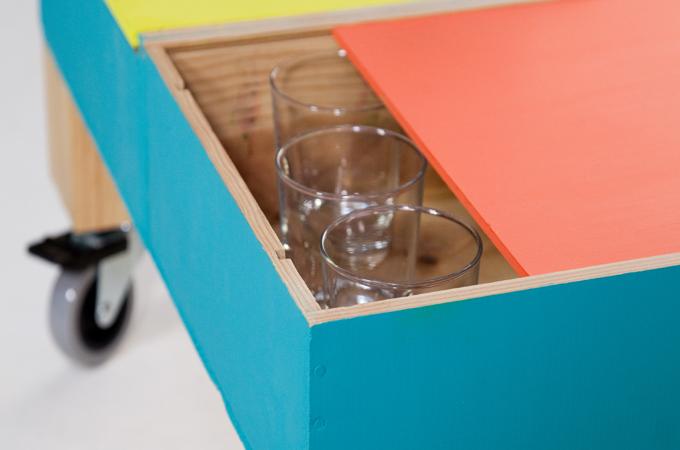 Créer une table basse à roulettes avec des caisses à vin