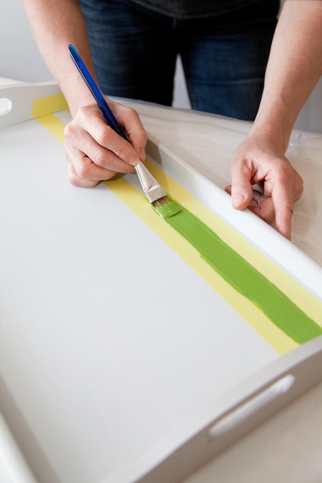 Peindre un plateau en bayadere