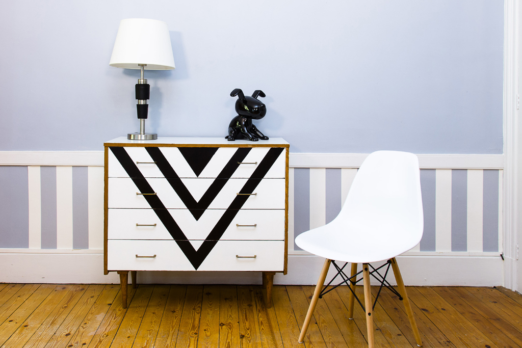 relooker une commode avec du vernis diy family. Black Bedroom Furniture Sets. Home Design Ideas
