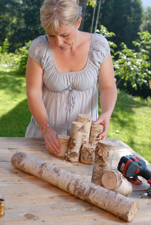 Transformer des rondins de bois en lampe