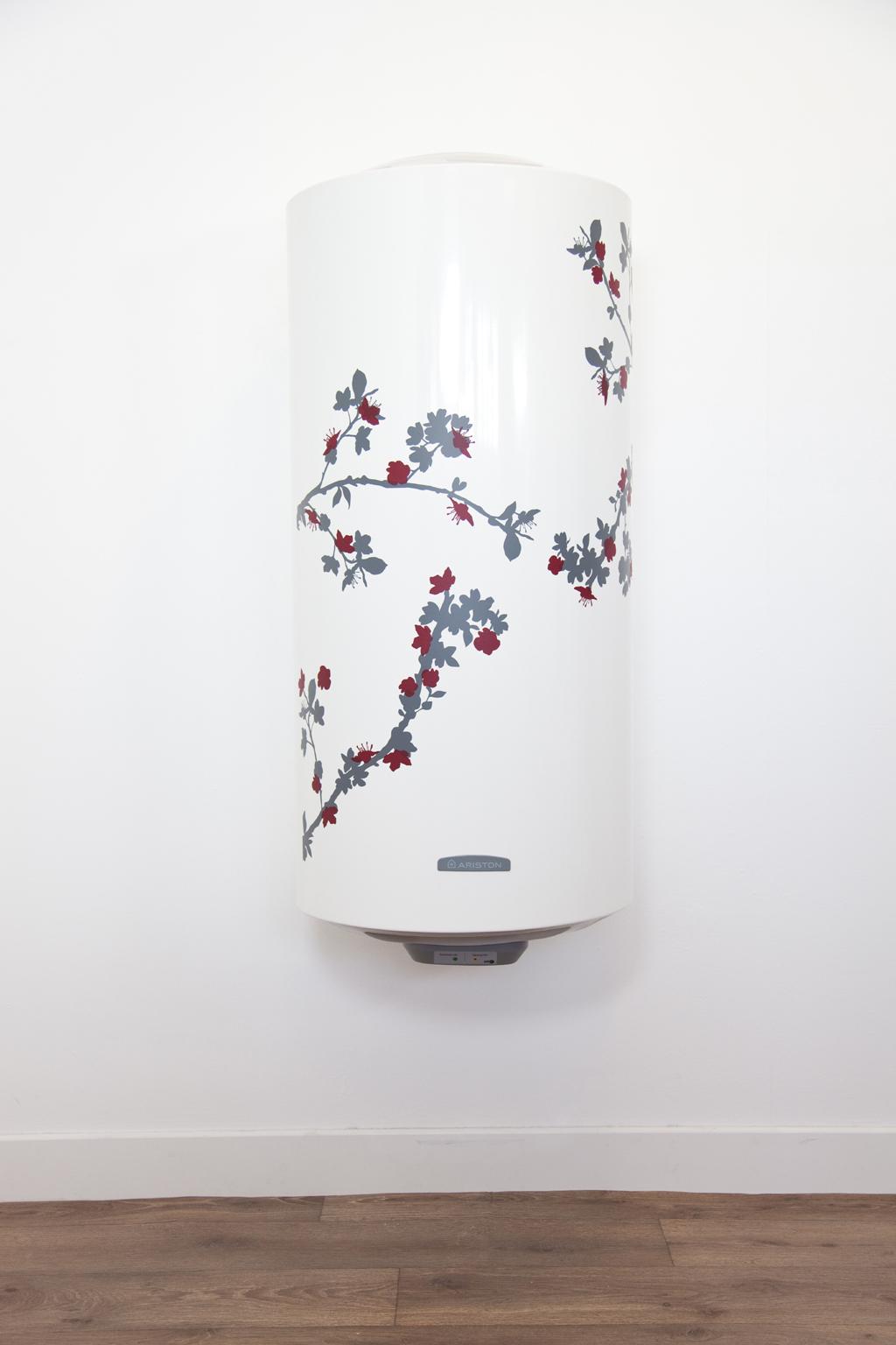 Relooker un chauffe-eau avec un sticker