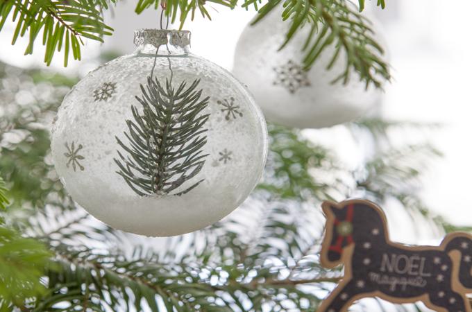 Decorer des boules transparentes de Noel