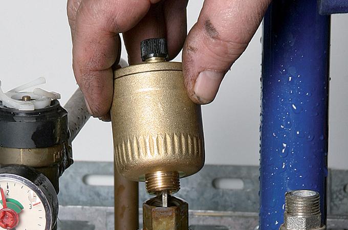 Remplacer le purgeur automatique d'une chaudiere