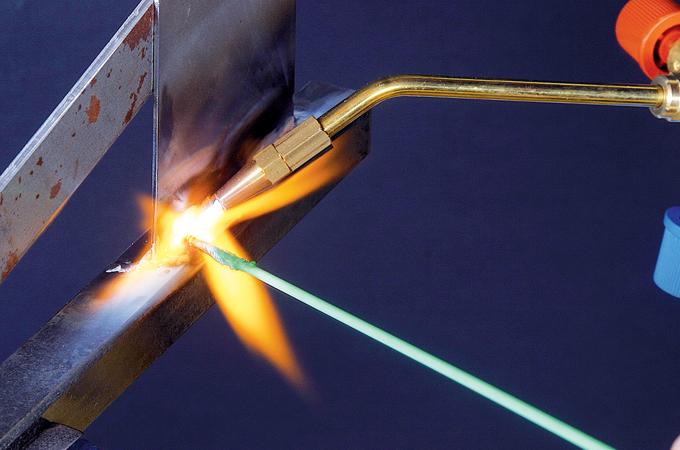 Brasage d'une plaque d'acier sur un tube acier