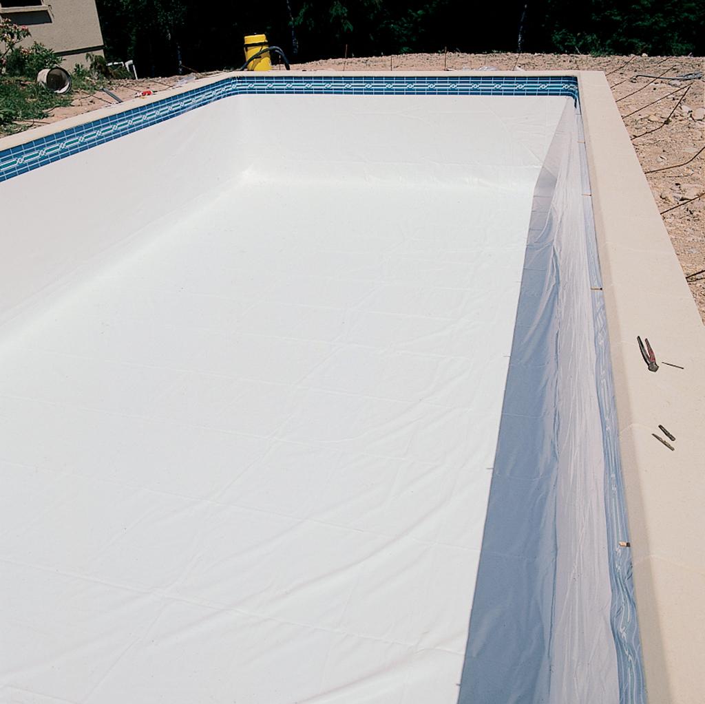 Comment poser le liner d 39 une piscine diy family - Comment aspirer piscine ...